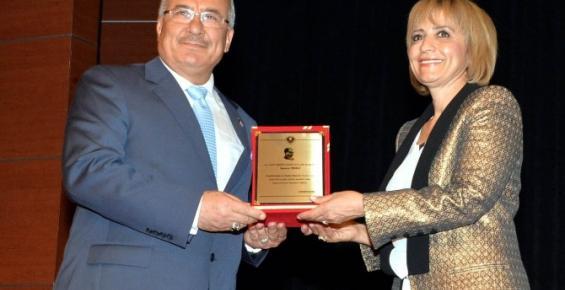 Mersin B.B. 'Cumhuriyet Ve Kadın' Konulu Konferans Düzenledi