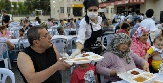 Mersin Büyükşehir Belediyesinden İftar Sofrası