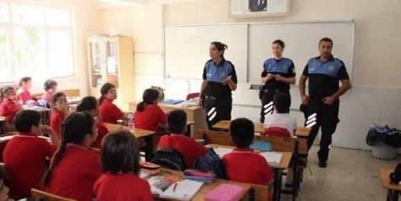 Mersin Emniyetinden Okul Önlerinde Bilgilendirme Çalışması