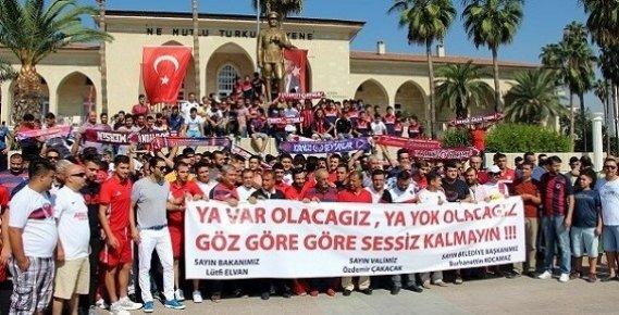 Mersin İdmanyurdu Taraftarları ve Futbolcuları, Yardım İçin Belediyeye Yürüdü