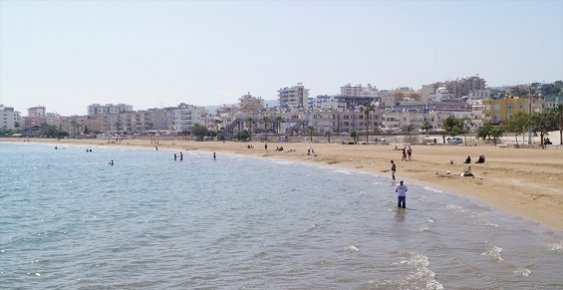 Sıcak Giden Havalar Mersin Sahillerinde Deniz Keyfi Yaptırtıyor