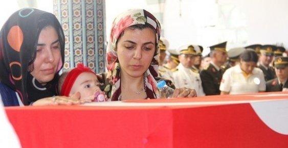 Mersin Şehidini Son Yolculuğuna 4 Aylık Kızı İle Uğurladı