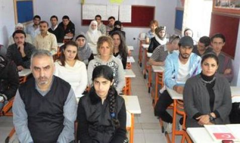 Mersin Suriyeliler Türkçe Öğreniyor