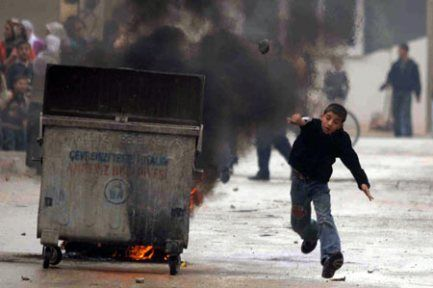 Mersin'de 13 kişi gözaltına alındı