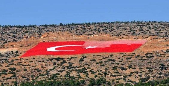 Mersin'de 21 Dönümlük Türk Bayrağı Yeniden boyanıyor