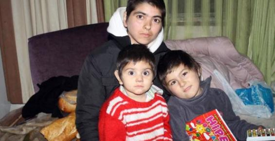 Mersin'de 2 Çocuğuyla Sokağa Atılan Annenin Dramı