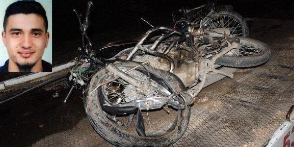 Mersin'de 2 Motosiklet Kafa Kafaya Çarpıştı 2 Kişi Yaşamını Yitirdi.