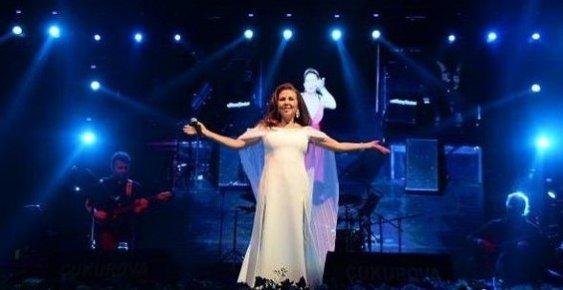 Mersin'de 30 Ağustos Kutlamalarında Nilüfer Konseri