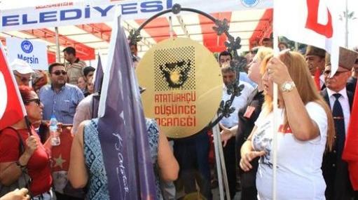 Mersin'de 30 Ağustos Töreninde Çelenk Gerginliği