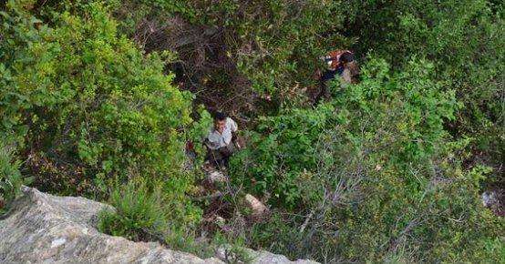 Mersin'de Ağaçlık Alanda Kadın Cesedi Bulundu.