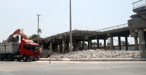 Mersin'de Ahmet Taner Kışlalı Köprüsü Yıkılıyor