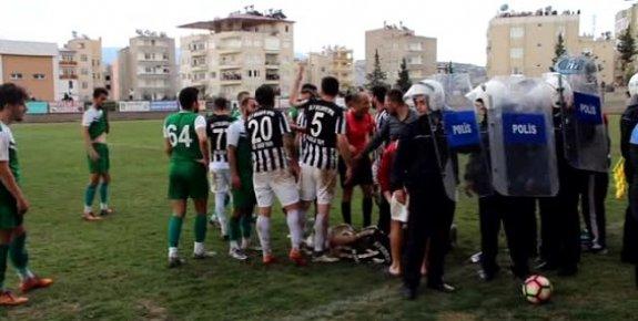 Mersin'de Amatör Maçta Ortalık Karıştı