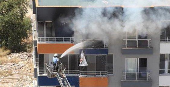 Mersin'de Apartman Yangını Korkuttu