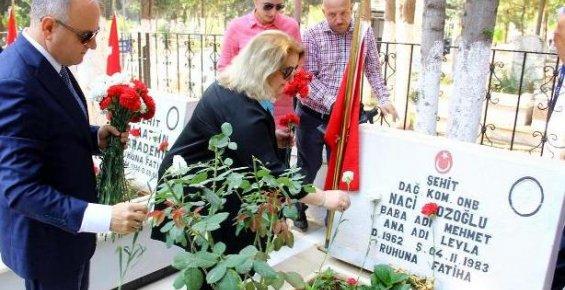 Mersin'de Arife Gününde Şehitlik Ziyareti
