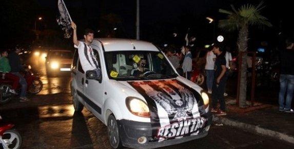 Mersin'de Beşiktaşlılar Şampiyonluğunu Kutluyor