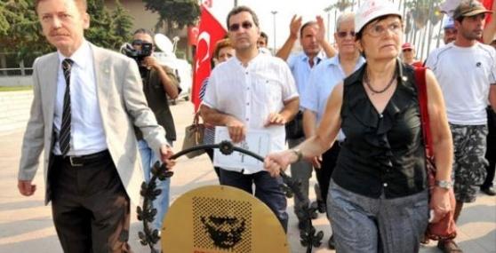 Kriz Çıktı, Vali ve CHP İl Başkanı Yuhalandı
