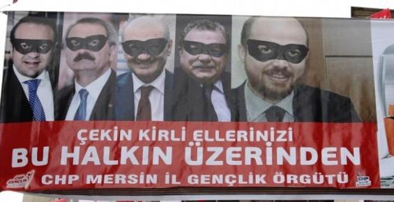 Mersin'de CHP'li Gençlerin Afişini Polis İndirdi