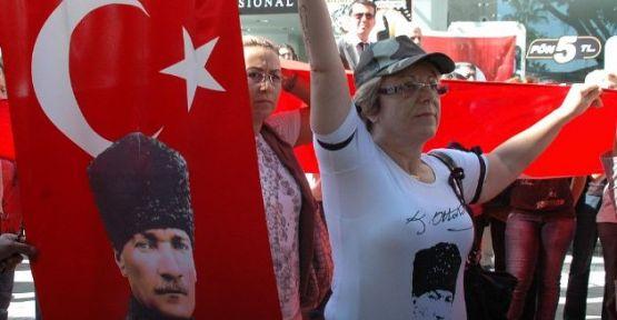 Mersin'de CHP'liler şehitler için yürüdü!