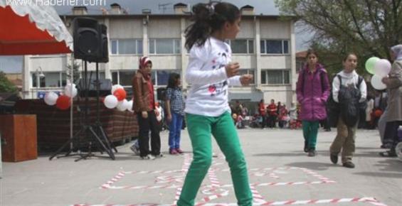 Mersin'de Çocuk Oyunları Şenliği