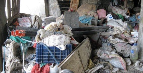 Mersin'de çöp Yığınına Dönen Ev Boşaltıldı