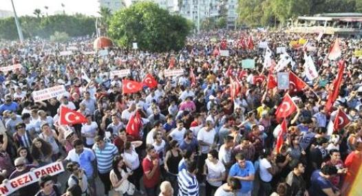 Mersin'de de Gezi Parkı Portestolarında Olaylar Çıktı