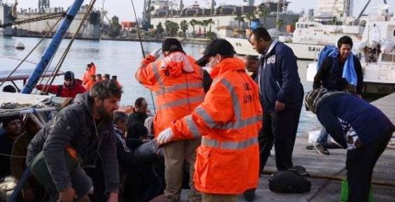 Mersin'de Denize Açılan 361 Mülteci Yakalandı