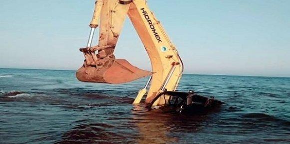 Mersin'de Denize Giren Meski Kepçesi Battı