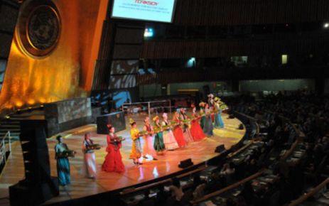 Dina Nurpeyisova Akademik Kazak Halk Çalgıları Orkestrası konser verecek.