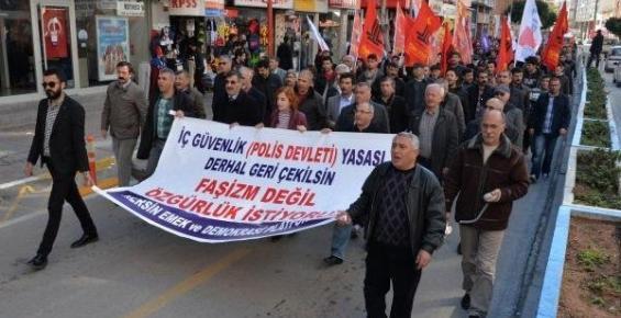 Mersin'de Emekçiler, İç Güvenlik Paketi'ni Protesto Yürüdü