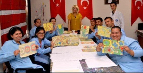 Mersin'de Engelli Bireyler Ebru Sanatı ile Tanıştı