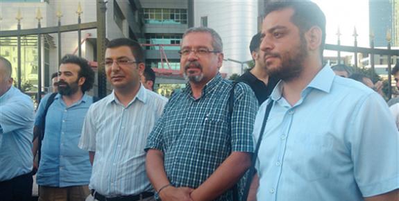 Mersin'de Facebook Paylaşımları Nedeniyle Yargılanan 3 Akademisyen Beraat Etti.