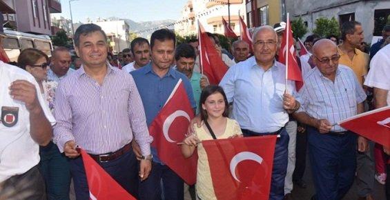 Mersin'de Festival Yürüyüşü ve Orhan Hakalmaz Konseri