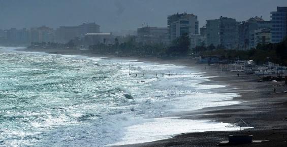 Mersin'de Fırtına Korku Yarattı