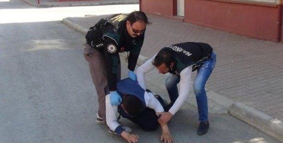 Mersin'de Gençleri Zehirleyenlere Şok Baskın