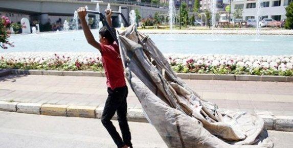 Mersin'de Hurdacılar ve Çöp Toplayanlar Trafiği Tehlikeye Atıyor