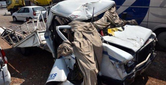 Mersin'de Kamyonet Tır Dorsesine Çarptı: 2 Ölü, 2 Yaralı