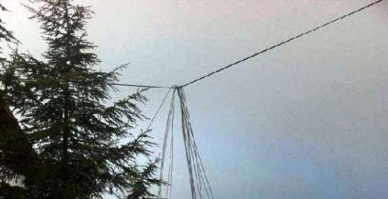 Mersin'de Kar ve Fırtına Elektrik Direklerini Devirdi