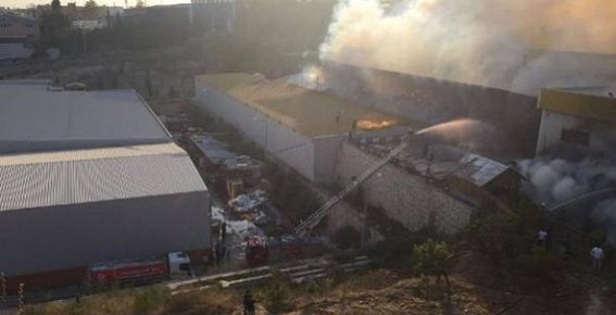 Mersin'de Karton Fabrikasında Yangın