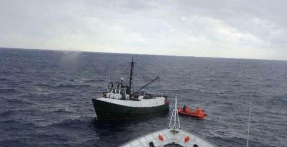 Mersin'de Mahsur Kalan Balıkçı Teknesi Kurtarıldı