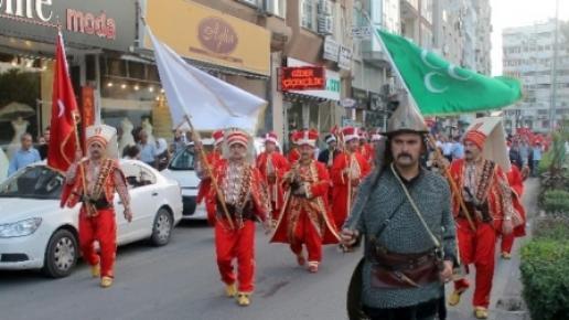 Mersin'de Mehter Takımlı 'Bayrağa Saygı' Yürüyüşü