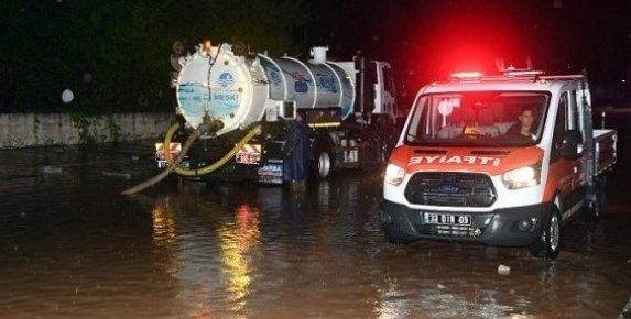 Mersin'de Sağanak Yağış Hayatı Felç Etti