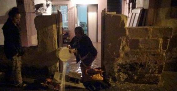 Mersin'de Sağnak Yağış Su Baskınlarına Neden Oldu