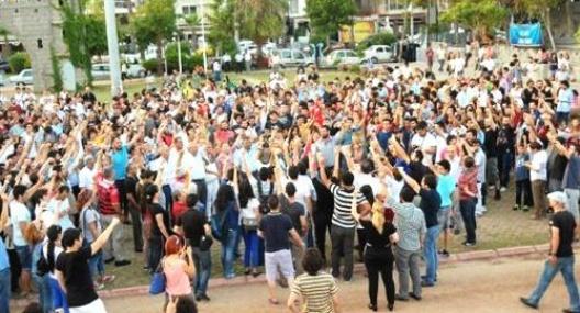 Mersin'de Saksafon ve Gitarla Gezi Parka Destek Eylemi