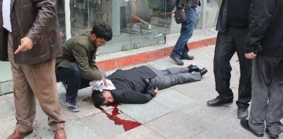 Mersin'de Sokak Ortasında Kafasına Kurşun Sıktılar