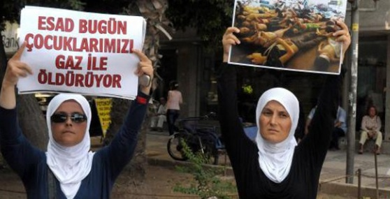 Mersin'de Suriyeli Kızkardeşlerin Esad Protestosu