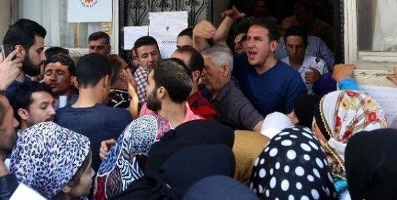 Mersin'de Suriyelilerin Kimlik İzdihamı