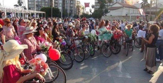 Mersin'de 'Süslü Kadınlar Bisiklet Turu'
