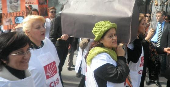 Mersin'de Tabutlu Nükleer Protestosu