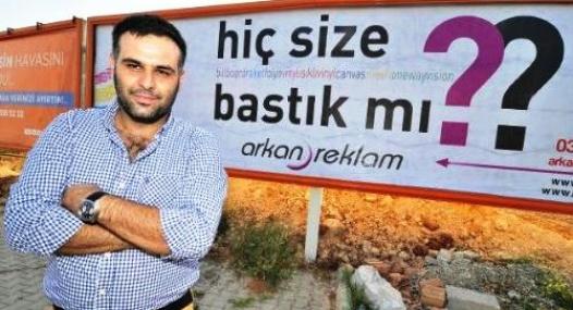 Mersin'de Tartışılan Reklam Afişi