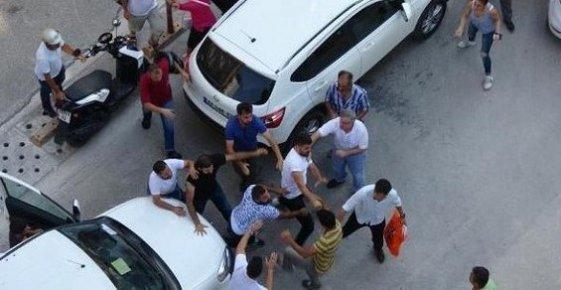 Mersin'de Trafikte 'Uçan Tekmeli' Yol Kavgası